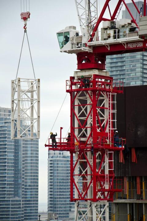 20131119 - Assembly Crane