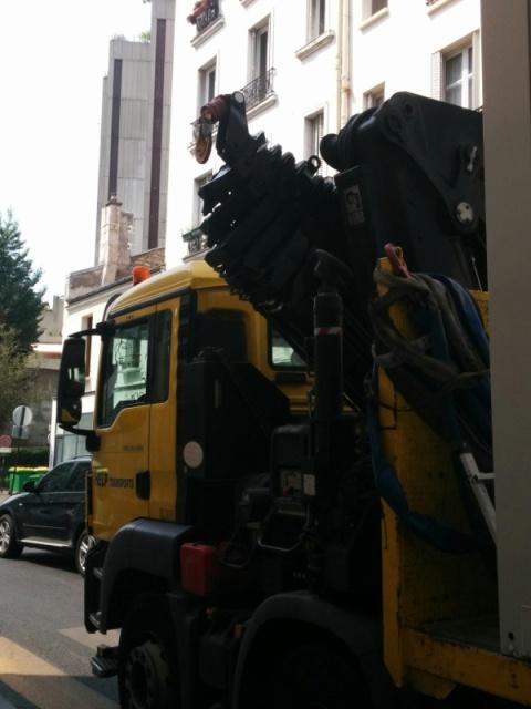 Camion grue rue des Orteaux-