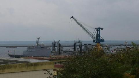 Somme - Bateau militaire avec antennes
