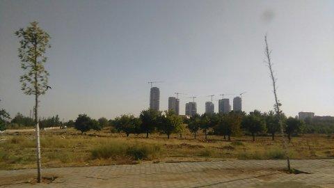 Grues géantes dans la banlieue de Gaziantep, ~30km de la frontière Syrienne