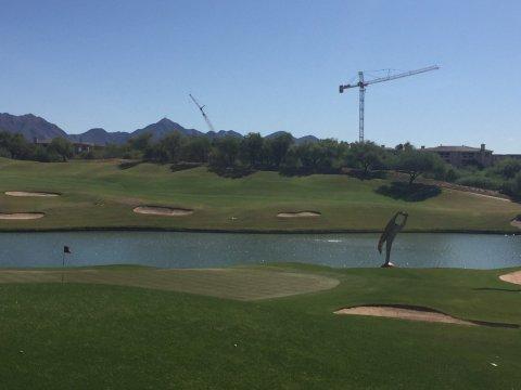 Où les grues jouent au golf