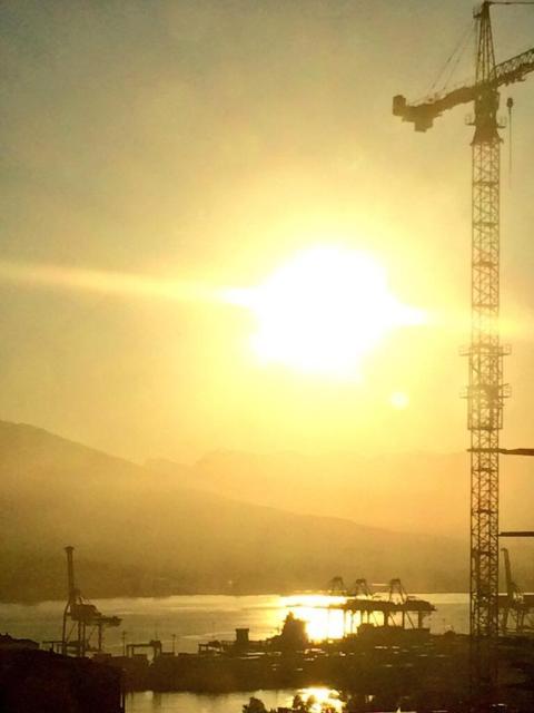 Où les fauves de fer viennent s'abreuver au coucher du soleil