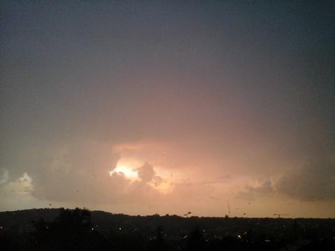 ciel crépusculaire tourmenté